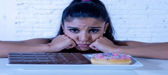 چرا در هنگام استرس تمایل به مصرف شیرینی ها افزایش می یابد؟